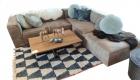 sofa mit wohnzimmertisch